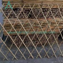 Плот з бамбукавай шпалеры
